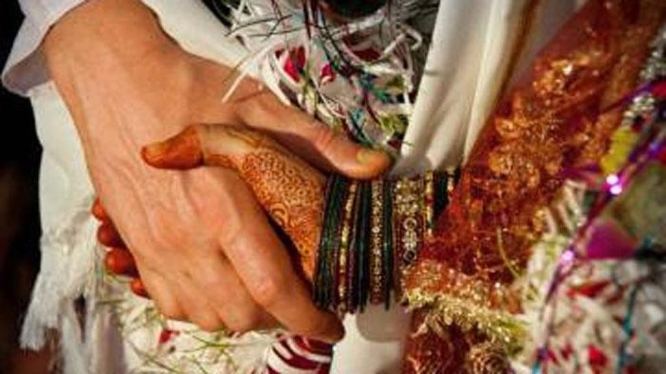 നിര്ബന്ധിത മതംമാറ്റം; ഹിന്ദു യുവതിയെ വിവാഹ വേദിയില് നിന്നും തട്ടികൊണ്ടു പോയി