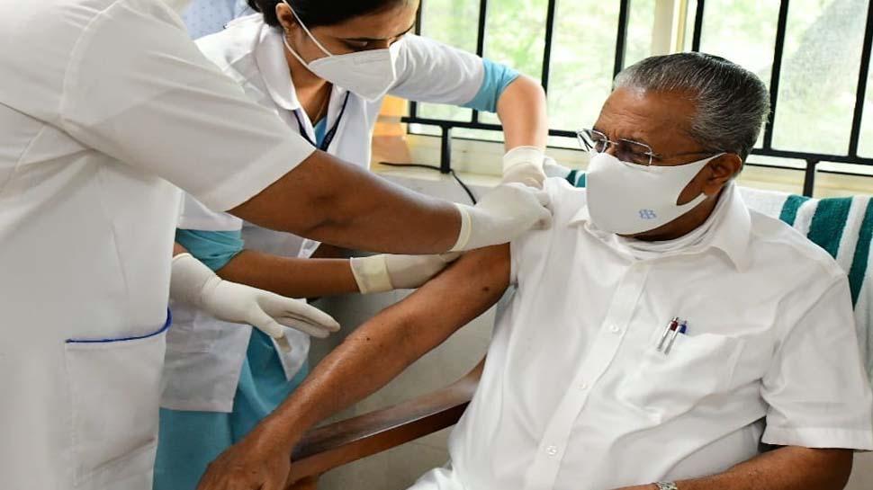 """Covid Vaccination : """"ആരും മടിക്കരുത് എല്ലാവരും മുന്നോട്ട് വരണമെന്ന്"""" , Chief Minister Pinarayi Vijayan Covid Vaccine ന്റെ ആദ്യ ഡോസ് എടുത്തു"""