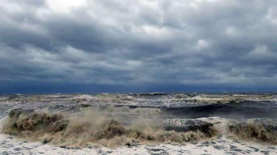 Tauktae cyclone:60 ട്രെയിനുകൾ റദ്ദാക്കി, ലക്ഷ ദ്വീപ് വിമാനത്താവളം