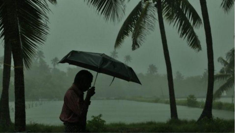 Cyclone Tauktae അതിശക്ത ചുഴലിക്കാറ്റായി ഇന്ത്യൻ തീരങ്ങളിൽ തന്നെ നിൽക്കുന്ന്, സംസ്ഥാനത്ത് ഇന്നും കൂടി ശക്തമായ മഴയ്ക്ക് സാധ്യത