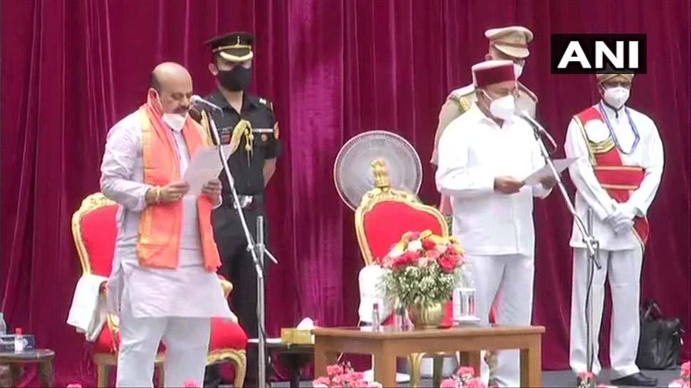 Karnataka Political Updates: ബസവരാജ് ബൊമ്മയ് കര്ണാടക മുഖ്യമന്ത്രിയായി സത്യപ്രതിജ്ഞ ചെയ്തു