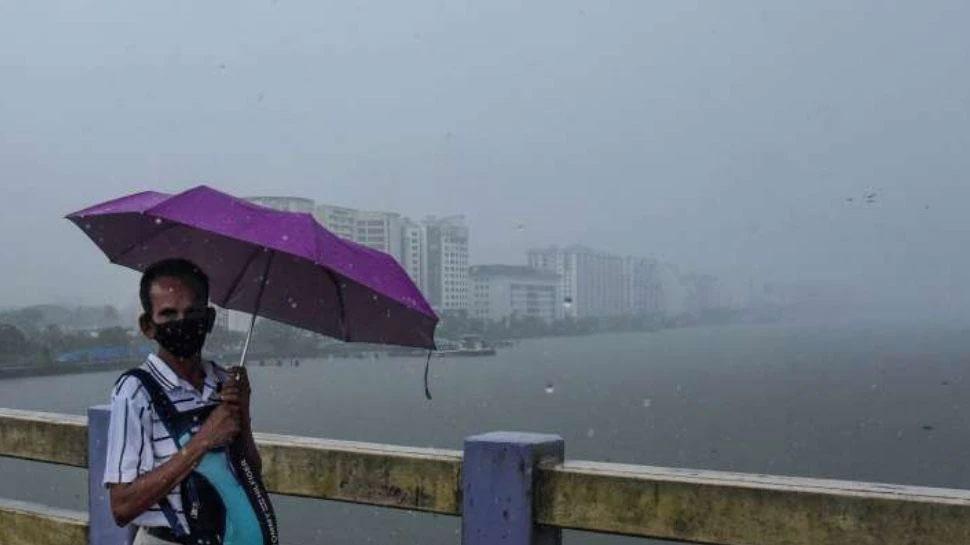 Kerala Rain Alert: ആന്ധ്ര-ഒഡിഷ തീരത്ത് ചുഴലിക്കാറ്റ് മുന്നറിയിപ്പ്; കേരളത്തിൽ 4 ജില്ലകളിൽ യെല്ലോ അലർട്ട്