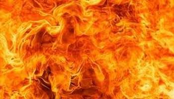 Kollam Murder : കൊല്ലത്ത് യുവതിയെ കാമുകൻ തീവെച്ചു കൊന്നു, 28കാരിയായ ആതിരയാണ് കൊല്ലപ്പട്ടത്, കാമുകൻ ഷാനവാസ് പൊള്ളിലേറ്റ് ആശുപത്രിയിൽ