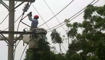 Kerala electricity issue   സംസ്ഥാനത്ത് ശക്തമായ കാറ്റിലും മഴയിലും പലയിടത്തും വൈദ്യുതി ബന്ധം വിഛേദിക്കപ്പെട്ടു; അപകട സാധ്യതകൾ ടോൾഫ്രീ നമ്പറിൽ അറിയിക്കാം