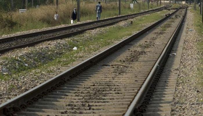 ഷൊർണൂർ- എറണാകുളം റൂട്ടിലെ ട്രെയിൻ ഗതാഗതം തടസപ്പെട്ടു
