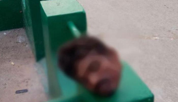 മത കേന്ദ്രത്തിന്റെ മതിലിന് മുകളില് യുവാവിന്റെ തല വെട്ടി മാറ്റിയ നിലയില്