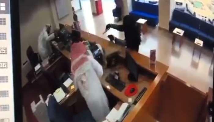 Video: ബുര്ഖ ധരിച്ച് കളിത്തോക്കുമായി മോഷണം