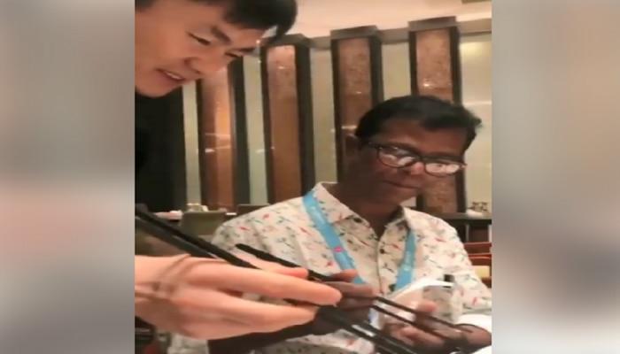 video: ചോപ്സ്റ്റിക്ക് ഉപയോഗിക്കാന് ഇന്ദ്രന്സിനെ പഠിപ്പിക്കുന്ന ഷെഫ്!!
